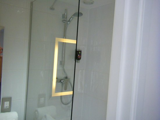 Ibis Styles Liverpool Centre Dale Street: shower