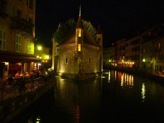 Palais de l'Ile (face de nuit)