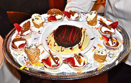 D'Amore's Pizza: Assorted Dessert Tray