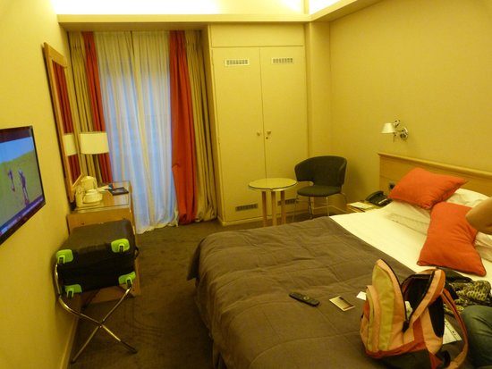 Herodion Hotel: lovely bed!