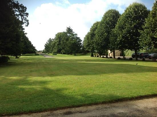 Le Chateau de Sully : vue sur le parc