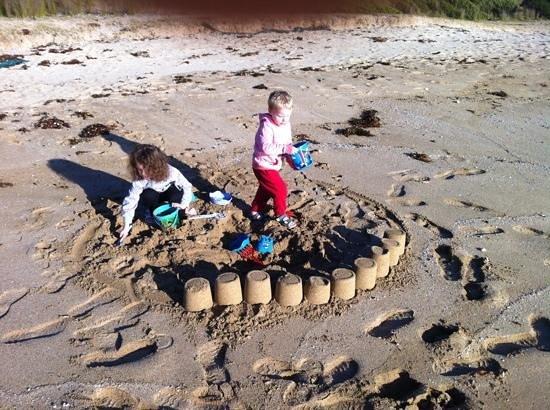 NRMA Murramarang Beachfront Nature Resort: Even in winter, the kids loved making sandcastles