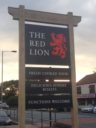 The Red Lion: New sign