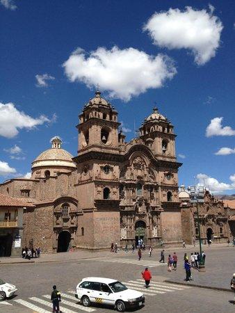 Plaza de Armas: Iglesia de los Jesuitas