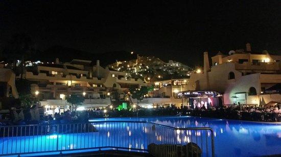 Tagoro Family & Fun Costa Adeje: Beautiful at night time