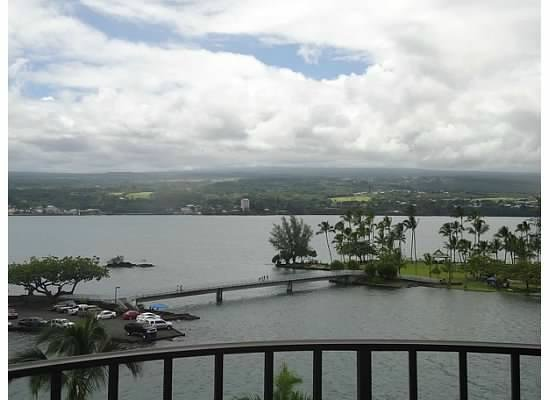 Castle Hilo Hawaiian Hotel : View from Room 7th Floor