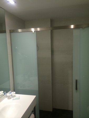 Jardin de Recoletos: Banheiro.
