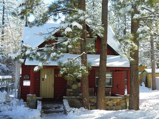Big Bear Cool Cabins: Lake Cottage