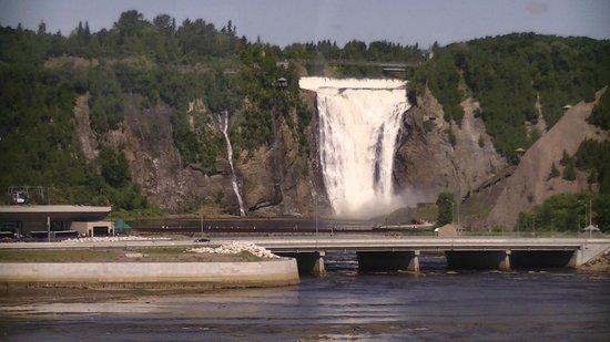 Montmorency Falls Park (Parc de la Chute-Montmorency): Montmorency waterfall