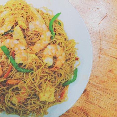 Zesty's Restaurant: signapore rice noodles