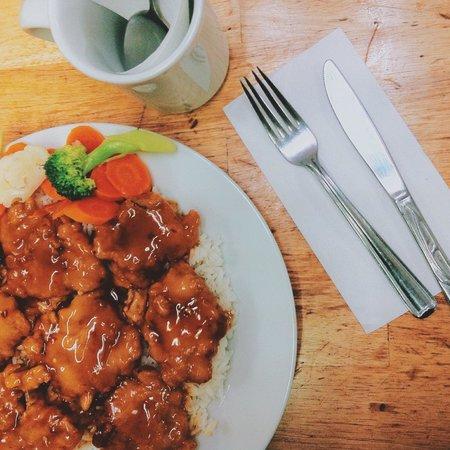 Zesty's Restaurant: orange chicken