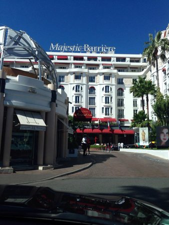 Hotel Barriere Le Majestic Cannes: View of front