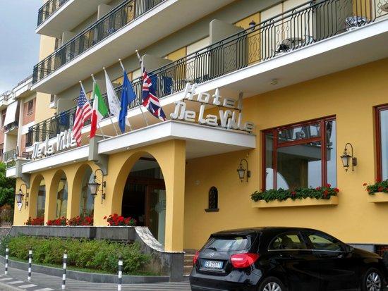 Grand Hotel De La Ville Sorrento: Front of Hotel