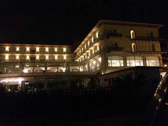 Hipocrates Curhotel : Vista nocturna del hotel