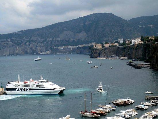 Grand Hotel De La Ville Sorrento: Sorrento Harbour