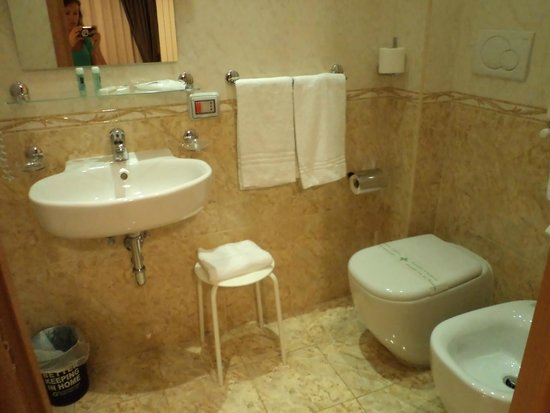 Domus Rome Holiday Apartments : Salle de bain