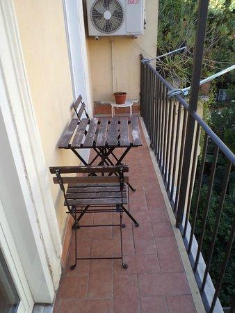 Domus Rome Holiday Apartments : Balcon
