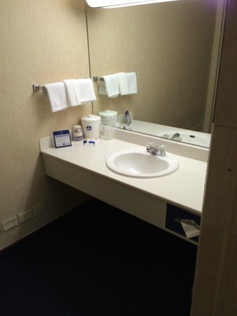 Travelodge Rapid City: Sink in room (no bathroom door)