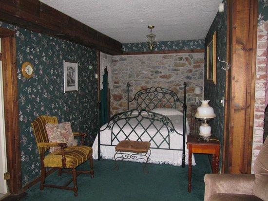 The Harlan House: Sleeping nook 1 Wine Cellar Room
