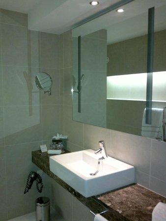 Dolce la Hulpe Brussels : Belle salle de bain
