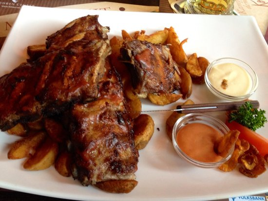 Fohren Center: BBQ spareribs marinated in Fohrenburger Beer