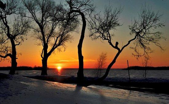Sir John A. MacDonald Parkway: Winter Sunset