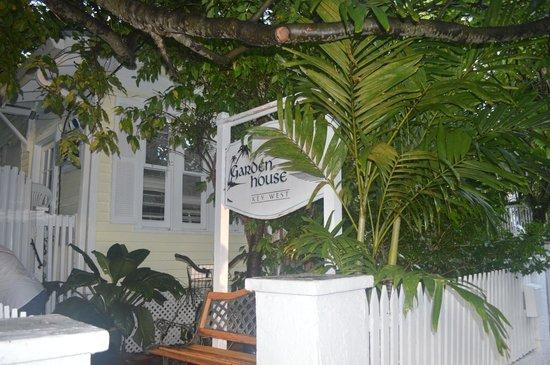 Garden House : Entrance