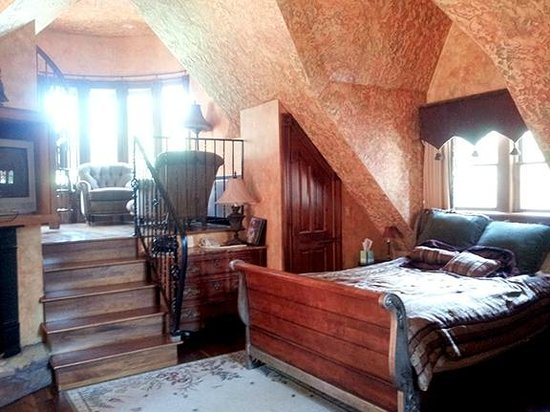 Landoll's Mohican Castle: Landoll Suite - main level of this 3 level suite