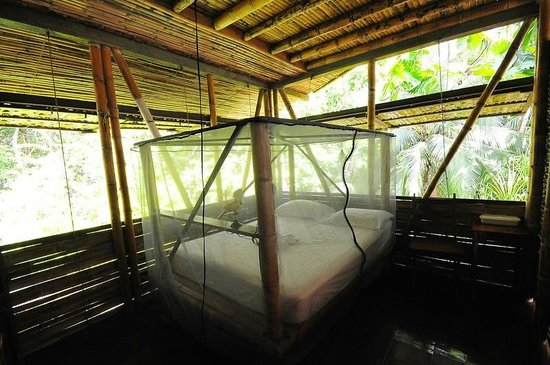 Casa Bambu Resort: our romantic four poster beds are all netted, eventhough ther are almost never mosquitos