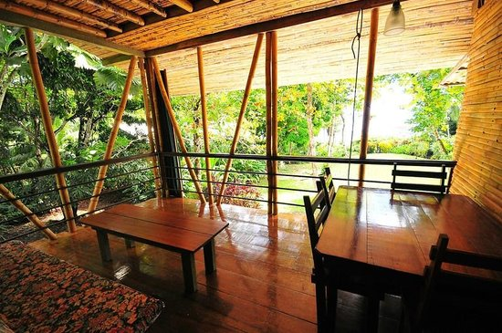 Casa Bambu Resort : upstairs porch