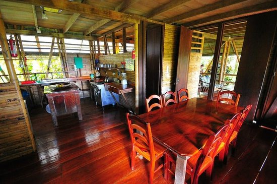 Casa Bambu Resort : s[pacious cook's kitchen open to seating for 8 at the dining room