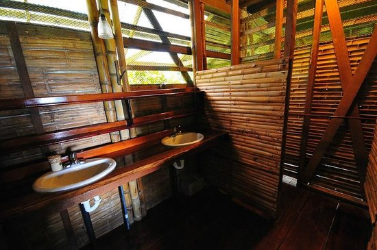 Casa Bambu Resort : hall bath