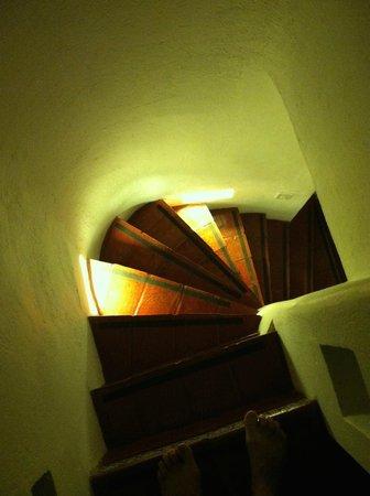 Les Lezards Bed & Breakfast: The circular stairway