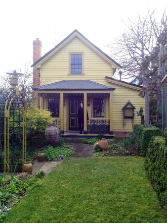 Corinda's Cottages: The Gardeners Cottage