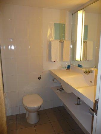 Novotel London West: Bathroom