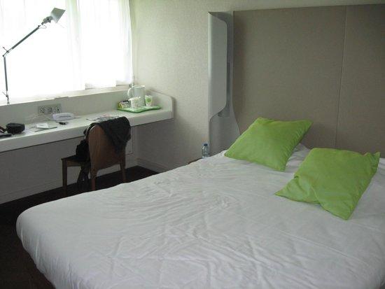 Campanile Poitiers - Site Du Futuroscope : chambre lit  double