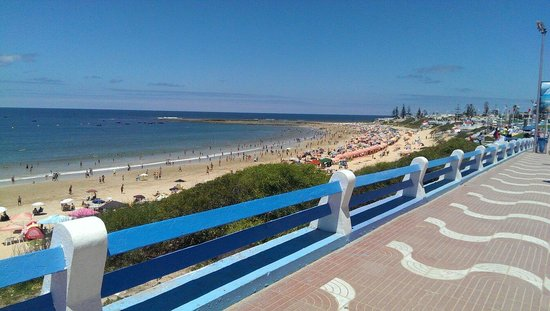 Sidi Bouzid Beach (Plage de Sidi Bouzid) : From middle to left