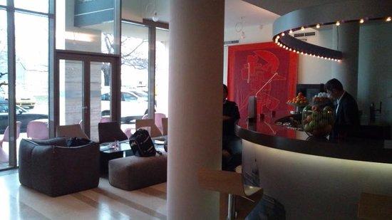 Lanchid 19 Hotel: フロント