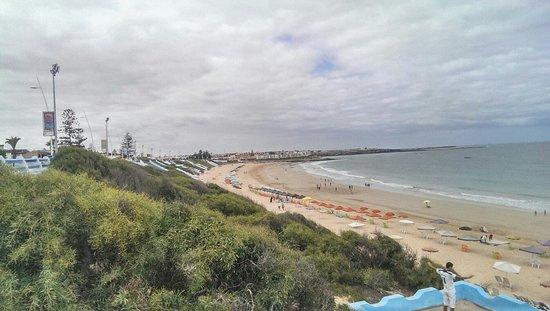 Sidi Bouzid Beach (Plage de Sidi Bouzid) : From middle to right