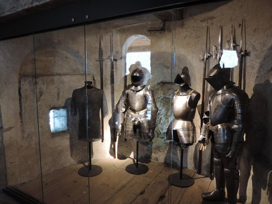 Chateau de Chillon: Armour inside castle