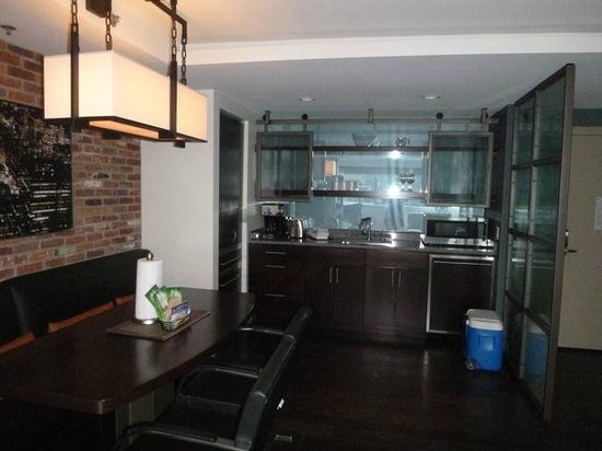 Wyndham Grand Chicago Riverfront: Kitchen area