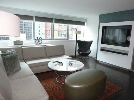 Wyndham Grand Chicago Riverfront: Living room