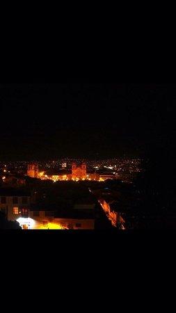 Hostal Qolqampata: Vista de noche desde el balcón