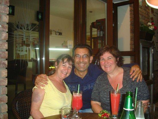 POGO  Snack Bar pervolia Larnaca: Maki the charmer lol