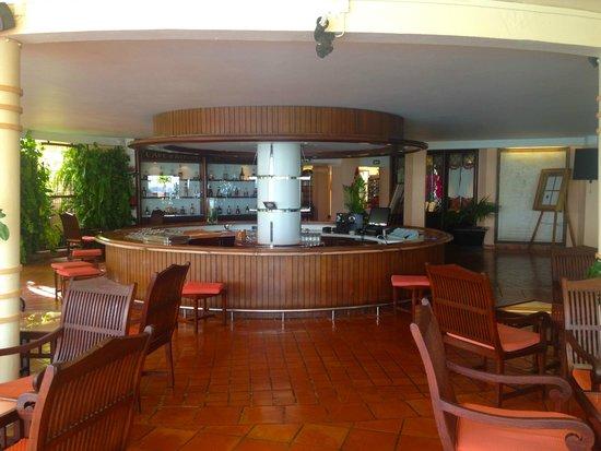 Hotel Bakoua : bar
