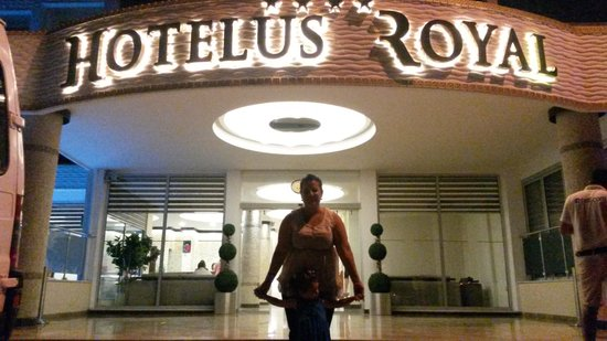 Hotelus Royal : Otel girisi
