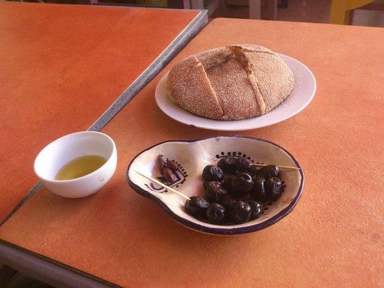 Shyadma's: Argan oil, Bread, Powerfull little olives!
