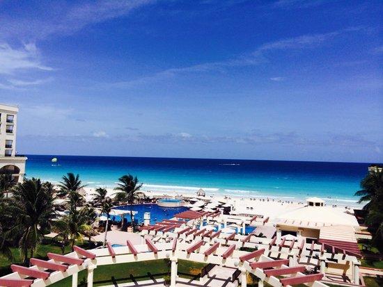 Marriott Cancun Resort : Ocean view over looking the garden.