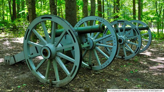 Guilford Courthouse National Military Park: Replica of six-pounder cannon the Americans lost to the British