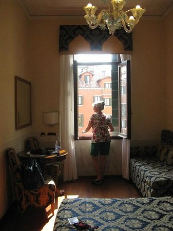 Hotel Ala - Historical Places of Italy : Window looking out to the square.